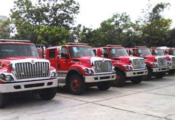 El Gobernador pone al servicios seis modernas máquinas de bomberos
