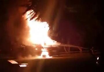 Se incendia camión escalera de Cuerpo de Bomberos de Ponce