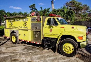Falcondo dona camión de bomberos al Municipio de Sabana del Puerto.