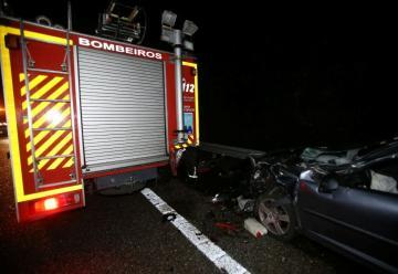 Colisiona contra los bomberos que atendían un accidente