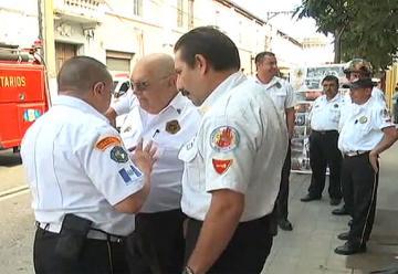 Bomberos Voluntarios realizaron una protesta frente al Congreso