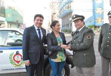 Bomberos de Santa Rosa de Huantajaya reciben camioneta
