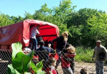 El Unimog de Bomberos Voluntarios llevo víveres a vecinos de El Tejar