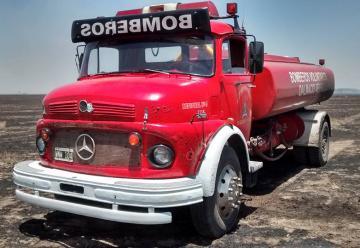 Bomberos de Dalmacio Velez con unidades y bomberos afectados por un incendio