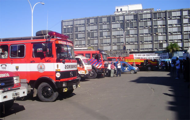 Bomberos Voluntarios se manifestaron en Paraná