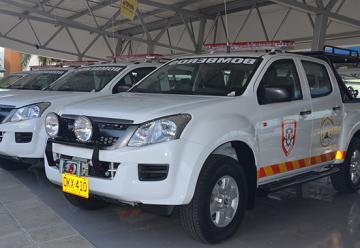 Uniformes y camionetas llegaron para bomberos del Quindío