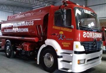 Bomberos de Almirante Brown estrenan nuevo camión cisterna