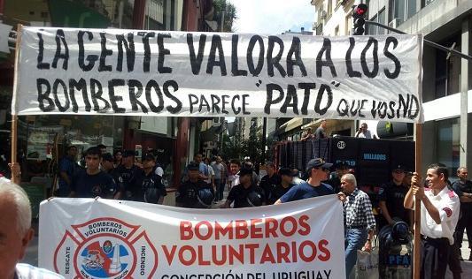 Los bomberos voluntarios entrerrianos protestaron en Buenos Aires