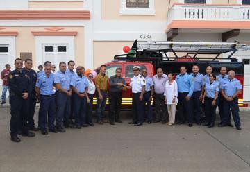Entregan nuevo camión de bomberos en Vieques