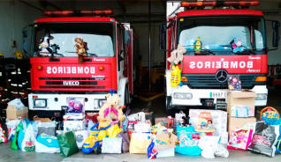 Los bomberos celebran una jornada de puertas abiertas solidaria