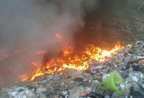 Bomberos sofocan tres incendios