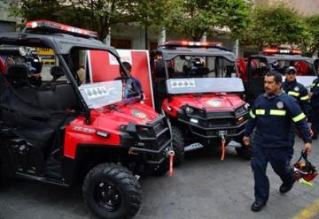 Bomberos reciben nuevos vehículos