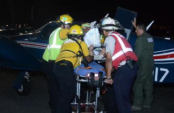 Dos bomberos heridos al caer de edificio de 10 metros