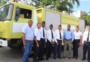 Entregan camión remozado a bomberos de Los Alcarrizos