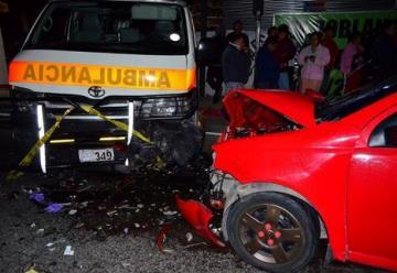 Conductor ebrio arrolla a bomberos de Sacatepequez