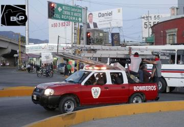 Maestros destruyen cámaras de seguridad y roban camión de bomberos en Oaxaca