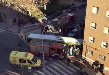 Veintiséis heridos leves en la colisión de un camión de bomberos y un autobús