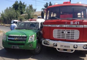 Un carro de Bomberos chocó con una patrulla de Carabineros