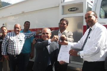 La Presidencia dona un camión de bomberos a ayuntamiento de Polo
