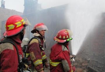 Bomberos atendieron 157 emergencias en año nuevo