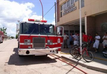 Bomberos Voluntarios de Camilo Aldao recibieron una nueva unidad.
