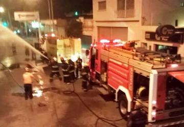 Gran incendio en una fábrica de ataúdes