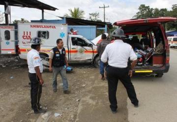 Ambulancia de bomberos choca y causa muerte de herido que trasladaba