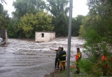 La Granja: La lluvia «se llevó» el cuartel de bomberos