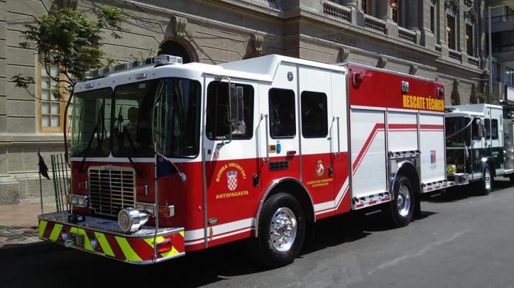"""Proyecto modifica la ley de tránsito creando la categoría de """"vehículos de bomberos"""""""