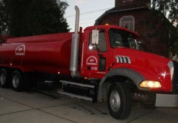 El Cuerpo de Bomberos de Reumén recibe camión aljibe