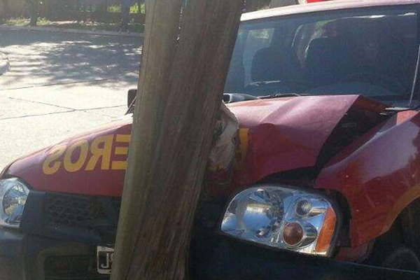 Camioneta de Bomberos Voluntarios protagonizó un violento accidente