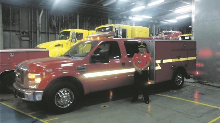 Bomberos de Los Ángeles donan unidad de rescate para el cantón