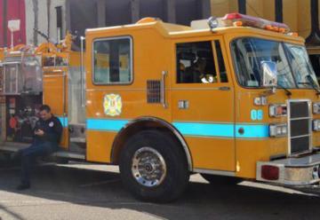 El alcalde entrego una nueva maquina contra incendio