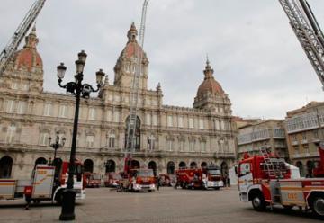 Los bomberos exhiben su renovado parque móvil
