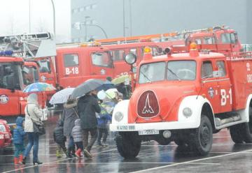 Los bomberos de Bilbao celebran su jornada de puertas abiertas en Miribilla