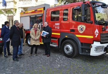 La Alcaldesa presenta dos nuevos vehículos para el Servicio de Bomberos