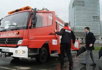 Bomberos de la Diputación han presentado el nuevo camión de puesto de mando avanzado