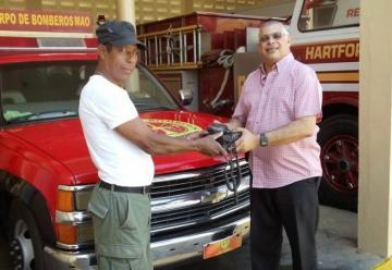 El Cuerpo de Bomberos de Mao, donó equipos a sus colegas del Municipio de Esperanza