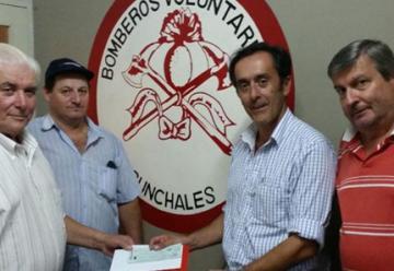 Bomberos de Sunchales recibieron 50 mil pesos para equipamientos