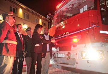 Entrega de tres nuevos carros de bomberos