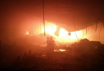 Incendio en depósito de distribuidora en Fernando de la Mora
