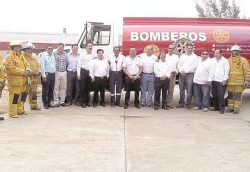 Donan camión cisterna a Bomberos de Altamira