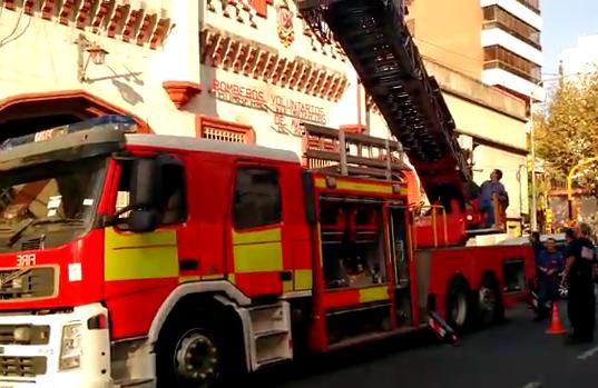 Bomberos Voluntarios de Avellaneda presentaron su nueva escalera mecánica