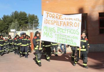 El alcalde de Salamanca pierde la batalla contra los bomberos que se manifestaron contra sus «derroches»
