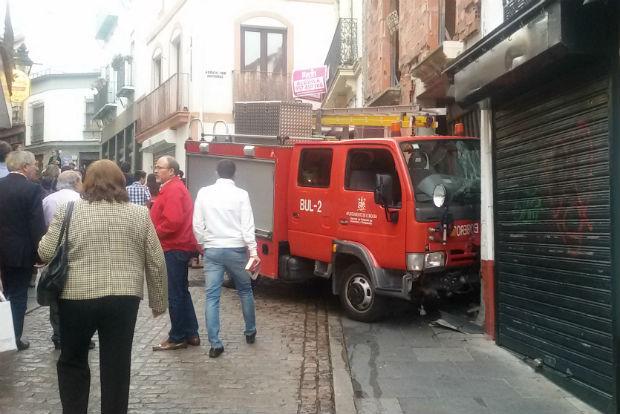 Un camión de Bomberos sin control y choca en Espartería