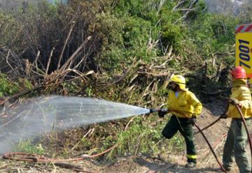 Mandan de regreso a bomberos cordobeses porque llovió