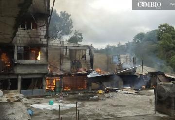 10 casas destruidas por incendio en Xicotepec