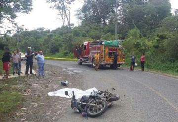 Colisión entre camión de Bomberos y motocicleta deja un fallecido