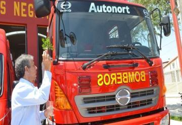Renuevan equipos de protección a bomberos de La Brea-Negritos