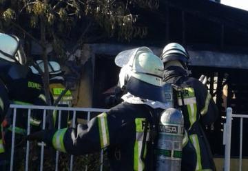 Dos voluntarios resultan lesionados en combate de incendio